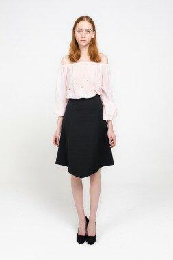 Блуза c открытыми плечами